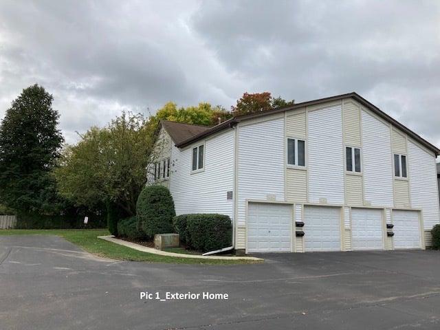 1036 INVERRARY Lane Deerfield, IL 60015