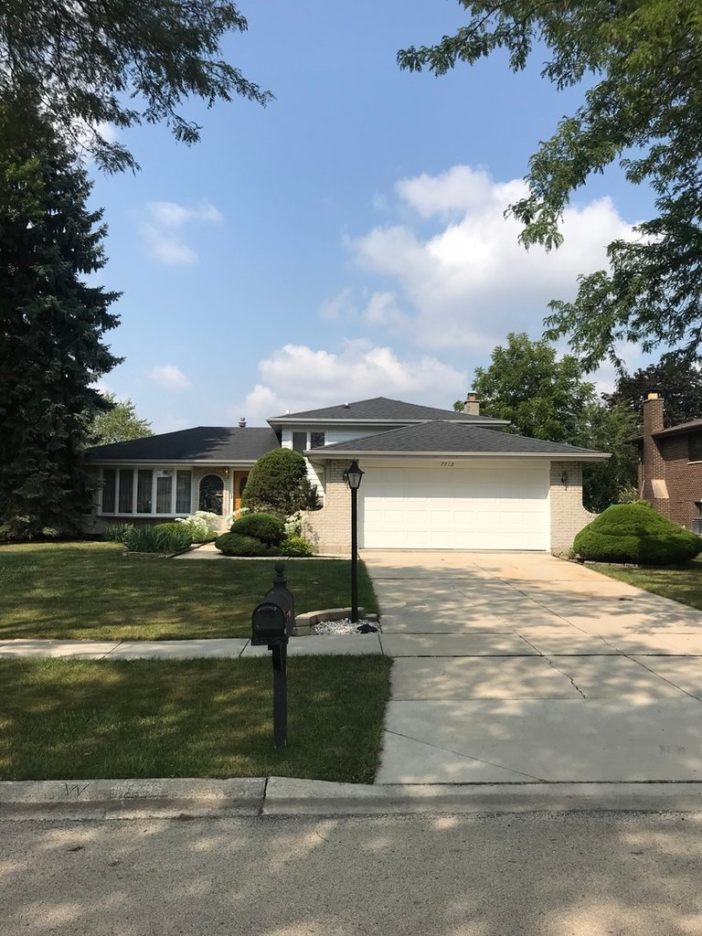 7712 cherry tree Lane Willowbrook, IL 60527