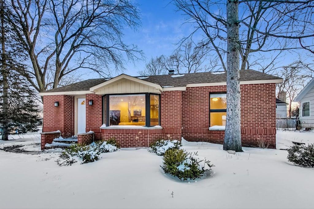 1029 Elmwood Avenue Deerfield, IL 60015