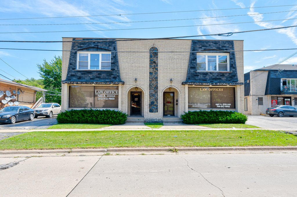 8855 S ROBERTS Road -2 Hickory Hills, IL 60457