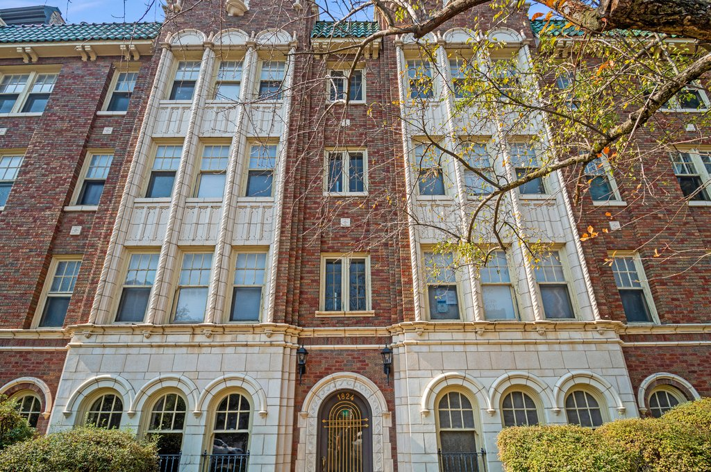 1824 N Lincoln Park West -104 Chicago, IL 60614