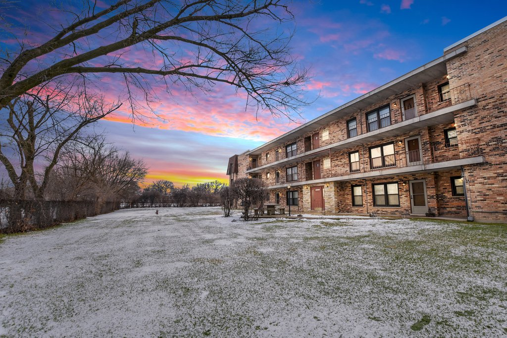 2610 Oakton Street -8W Park Ridge, IL 60068