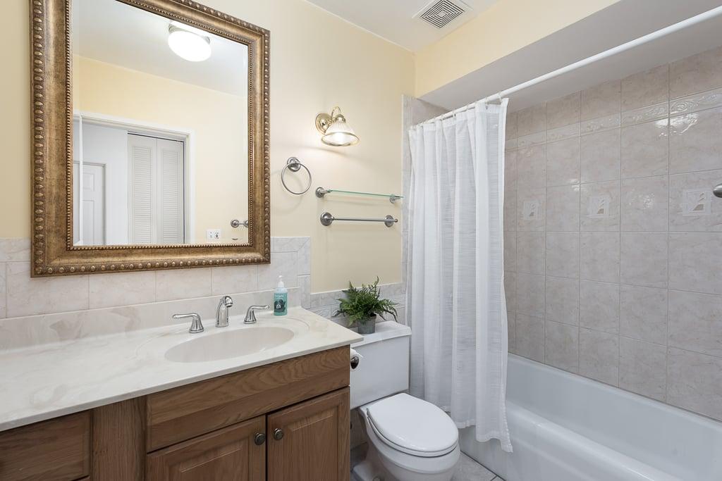 720 Maple Avenue,Downers Grove,IL-38791-7