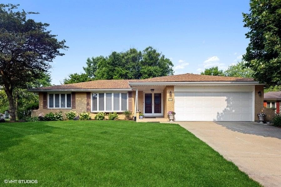 7532 Sheridan Drive Willowbrook, IL 60527