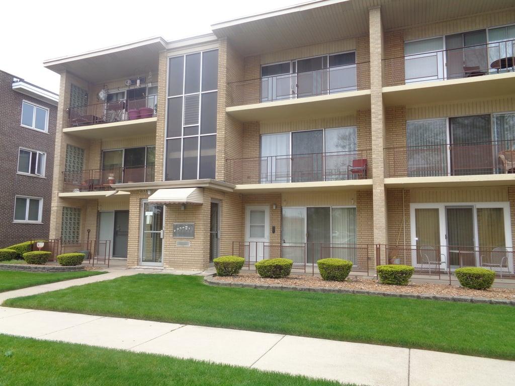 10330 S Komensky Avenue -3C Oak Lawn, IL 60453