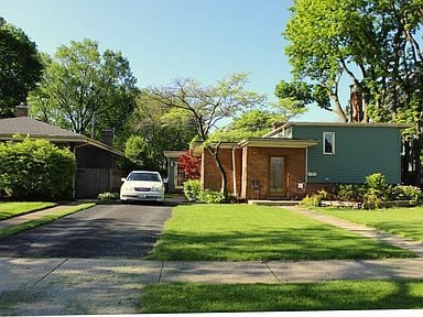 436 E Schiller Street Elmhurst, IL 60126
