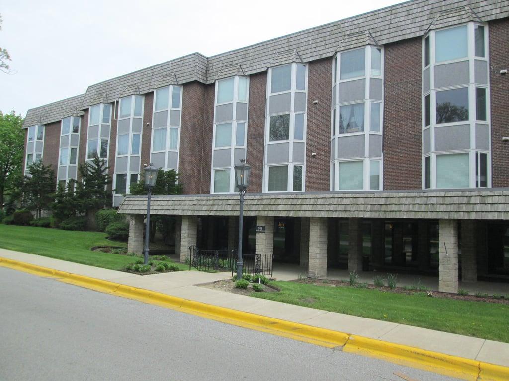 201 THAMES Parkway -2D Park Ridge, IL 60068