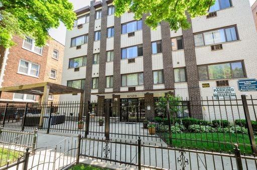 6029 N Winthrop Avenue -204 Chicago, IL 60660