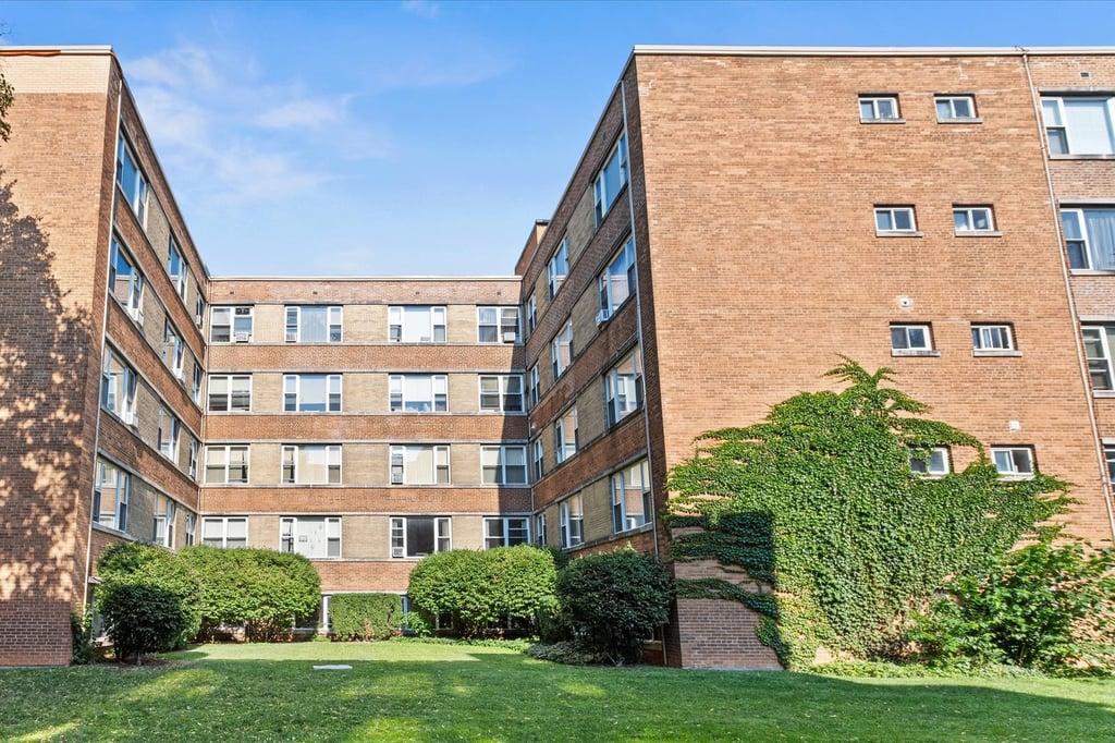 2424 W ESTES Avenue -2F Chicago, IL 60645