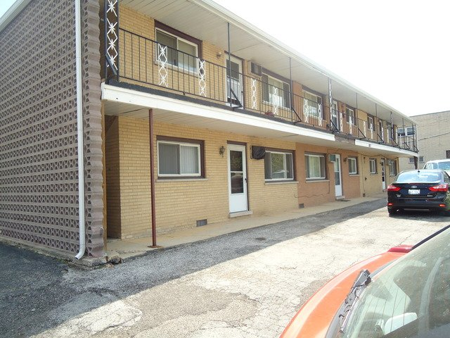 8817 S Roberts Road -11 Hickory Hills, IL 60457