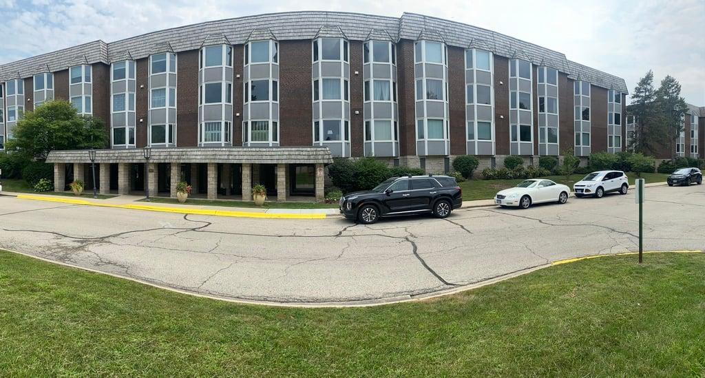 2400 Windsor Mall Square -1F Park Ridge, IL 60068