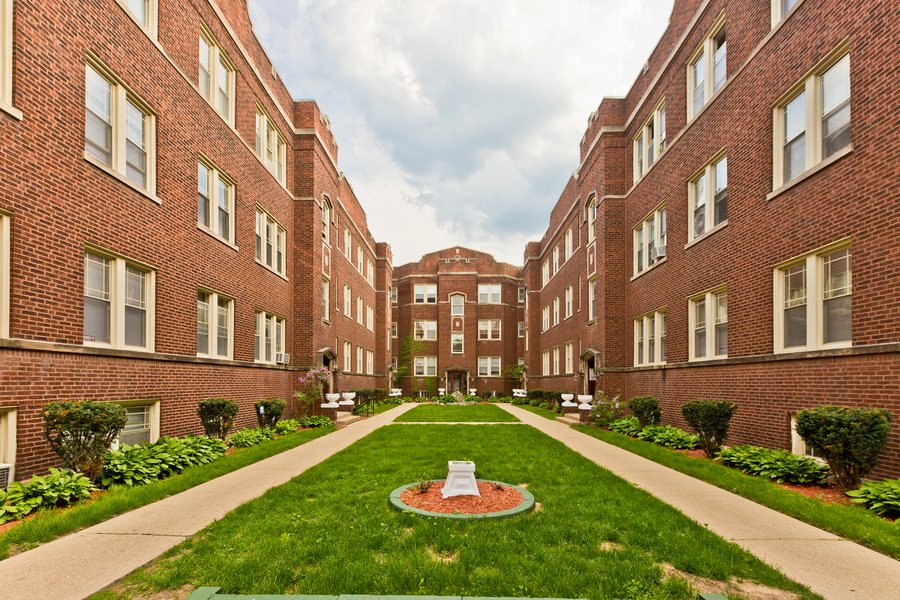 1329 W Touhy Avenue -3N Chicago, IL 60626