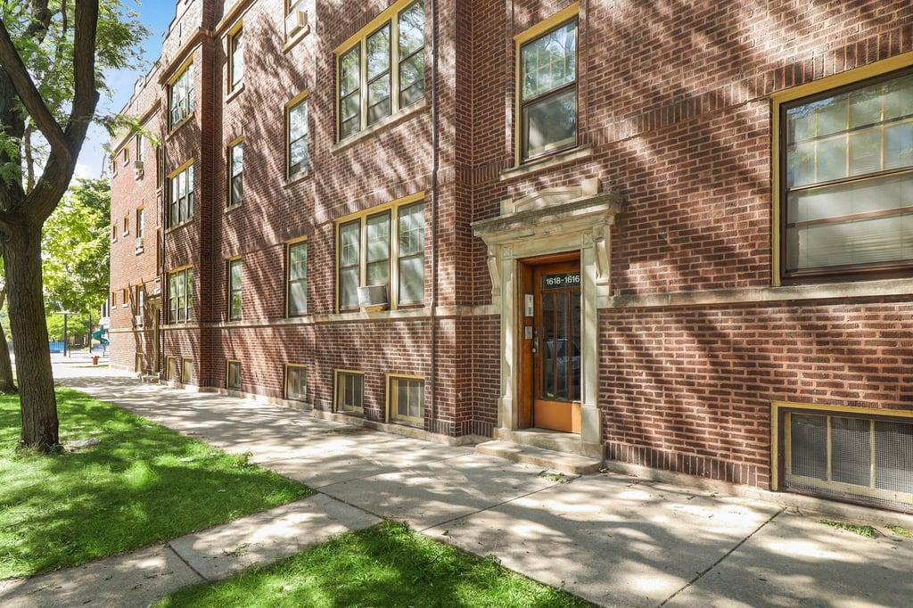 1618 W Cornelia Avenue -2 Chicago, IL 60657