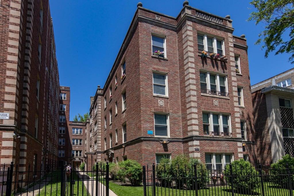 1626 W Sherwin Avenue -2S Chicago, IL 60626