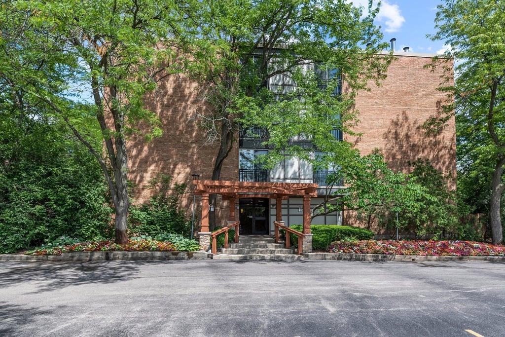 1833 Four Lakes Avenue -2G Lisle, IL 60532