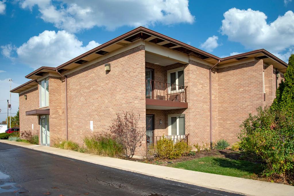 483 N Larch Avenue -202W Elmhurst, IL 60126