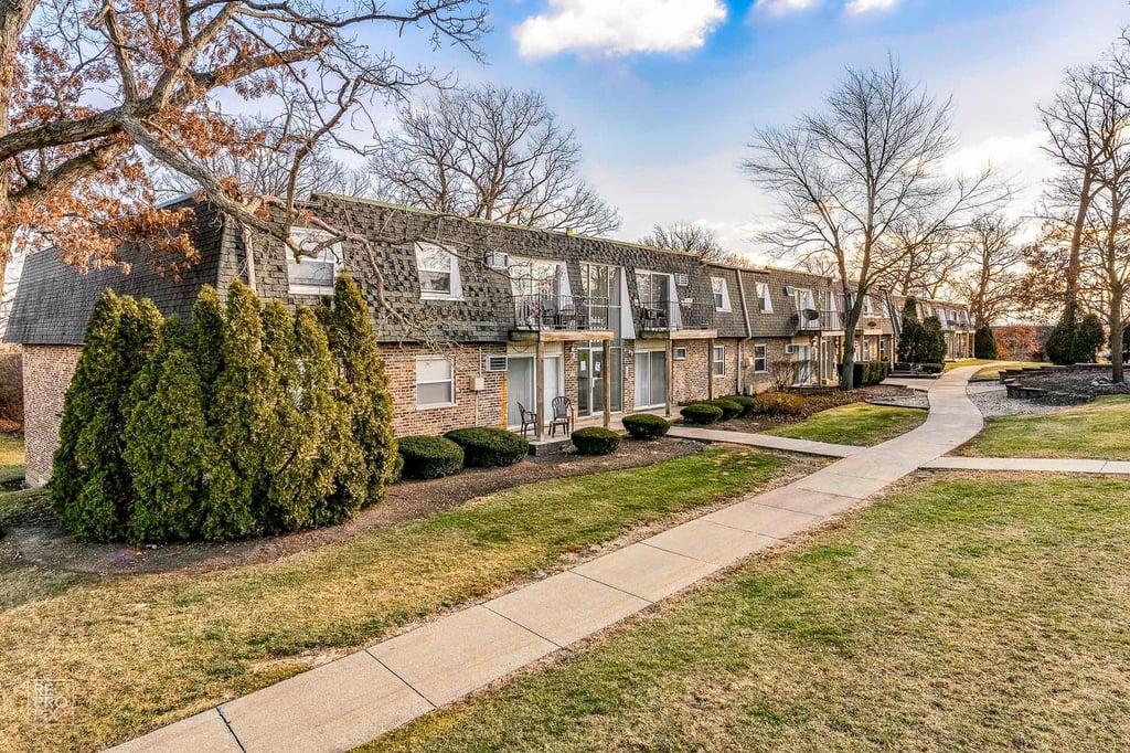 8577 W 101st Terrace -302 Palos Hills, IL 60465