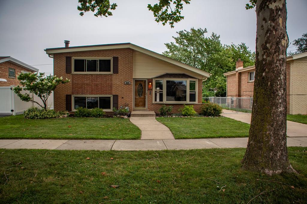10139 Minnick Avenue Oak Lawn, IL 60453