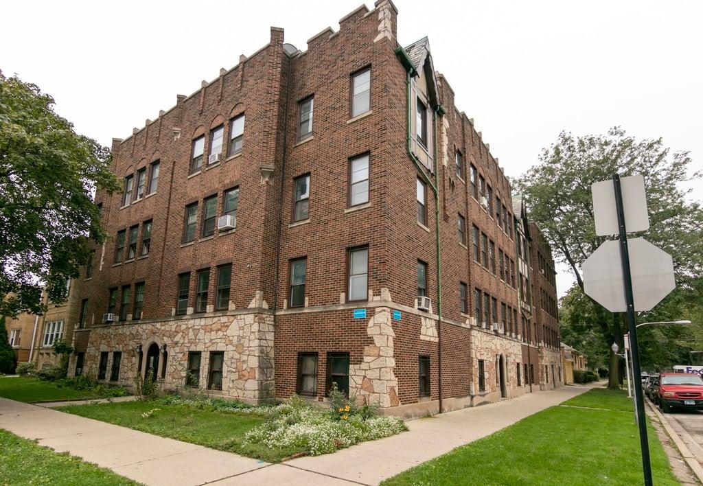 2443 W Rosemont Avenue -1 Chicago, IL 60659