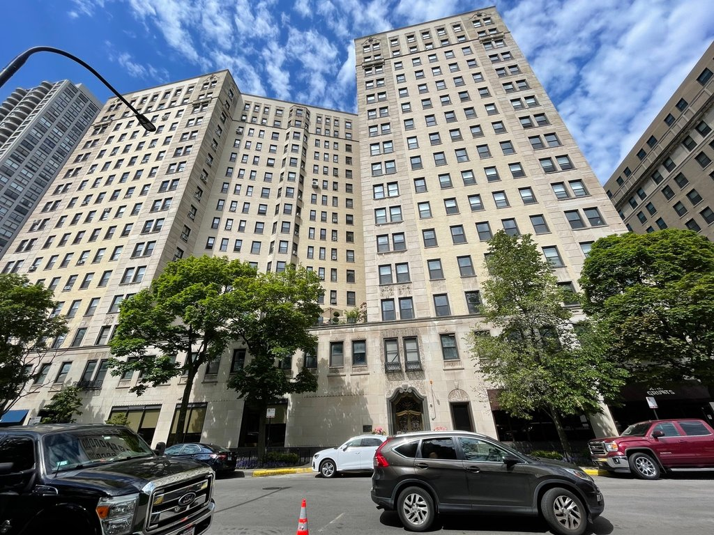 2000 N Lincoln Park West -815 Chicago, IL 60614