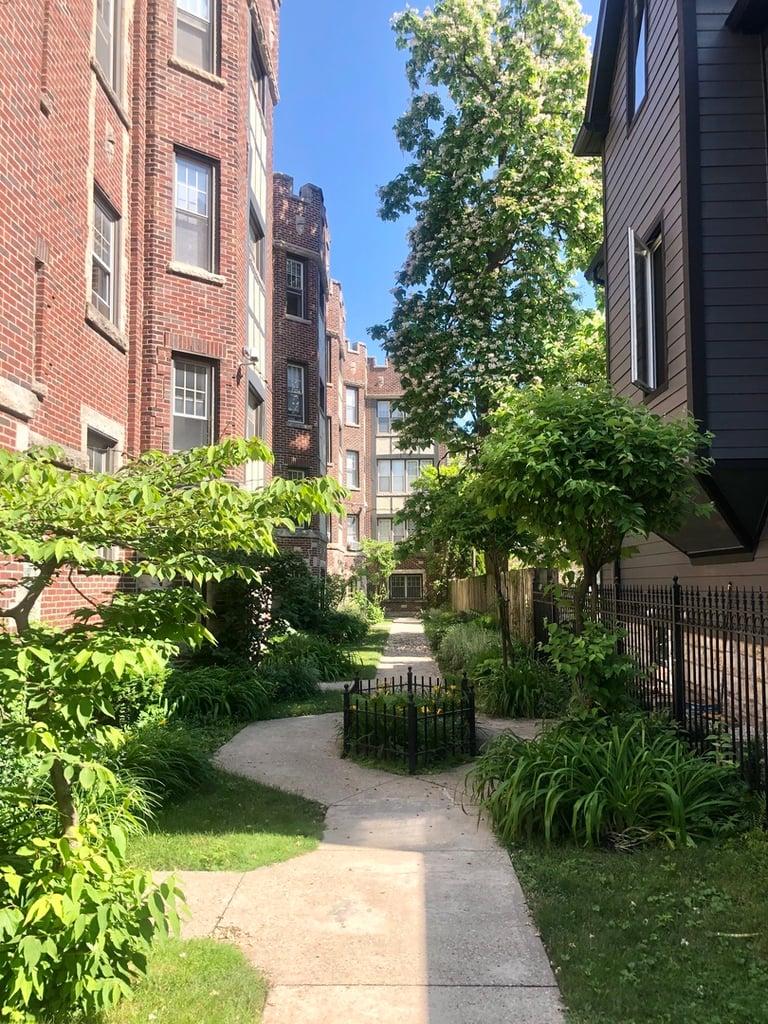 1626 W Lunt Avenue -1A Chicago, IL 60626