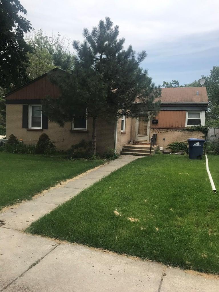 1796 Stewart Avenue Des Plaines, IL 60018