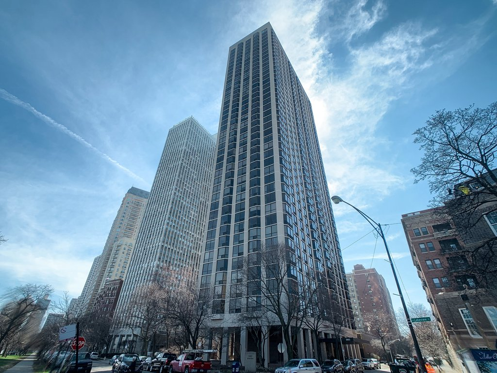 2650 N LAKEVIEW Avenue -2906 Chicago, IL 60614