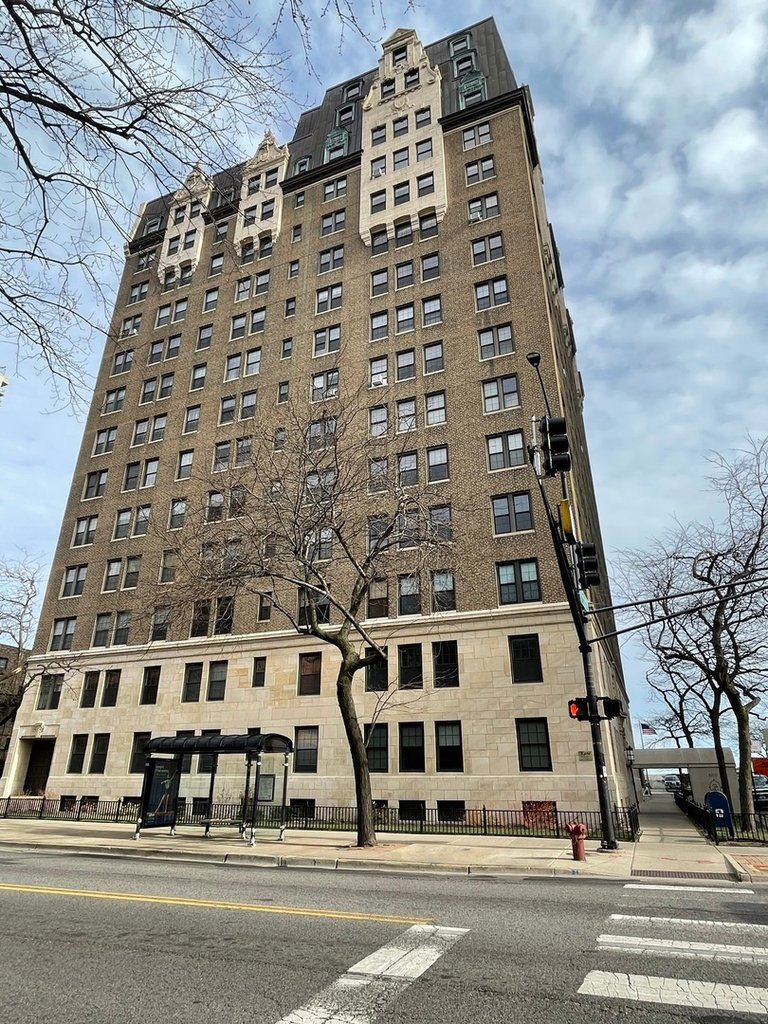 6101 N SHERIDAN Road -9H Chicago, IL 60660