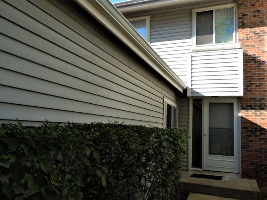 208 Walker Drive Bolingbrook, IL 60440