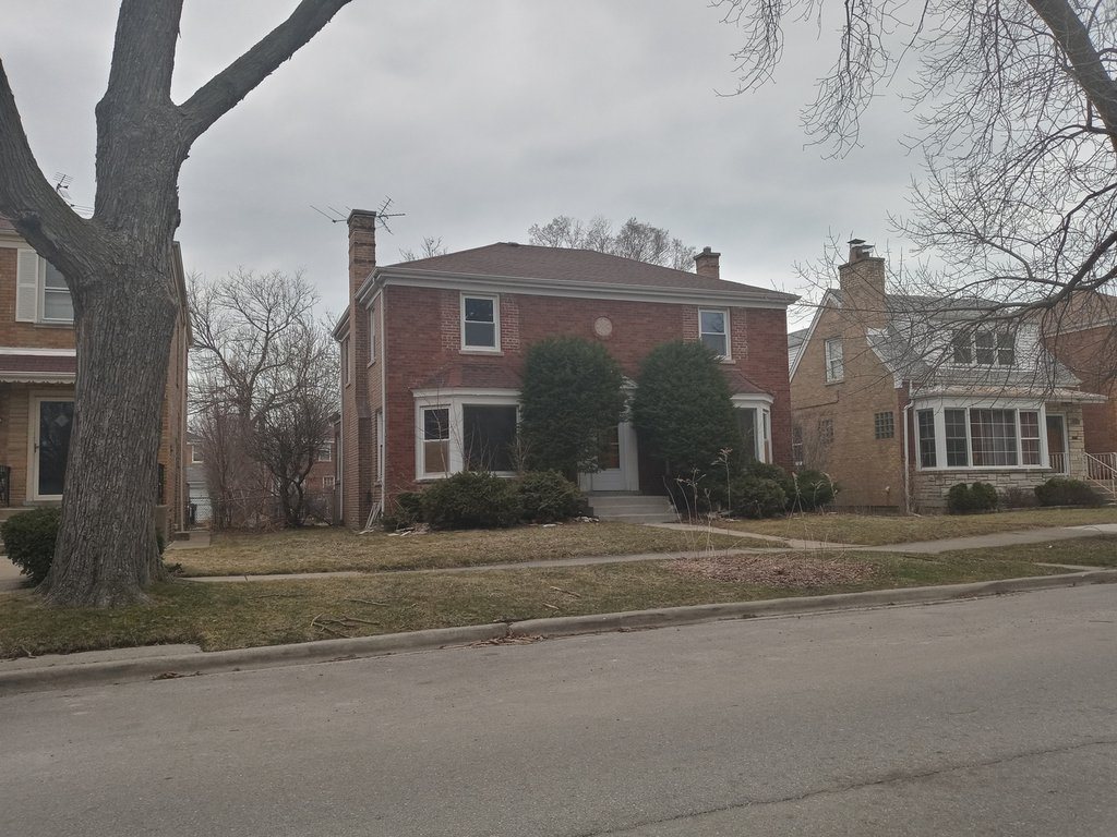 2734 W Fargo Avenue Chicago, IL 60645