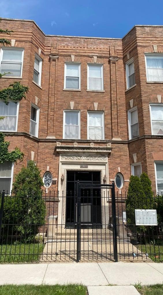 5739 S Calumet Avenue -1S Chicago, IL 60637