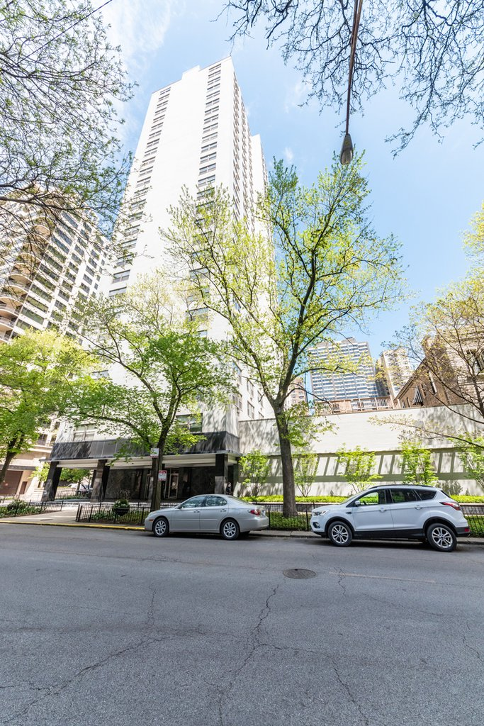 1445 N STATE Parkway -402 Chicago, IL 60610