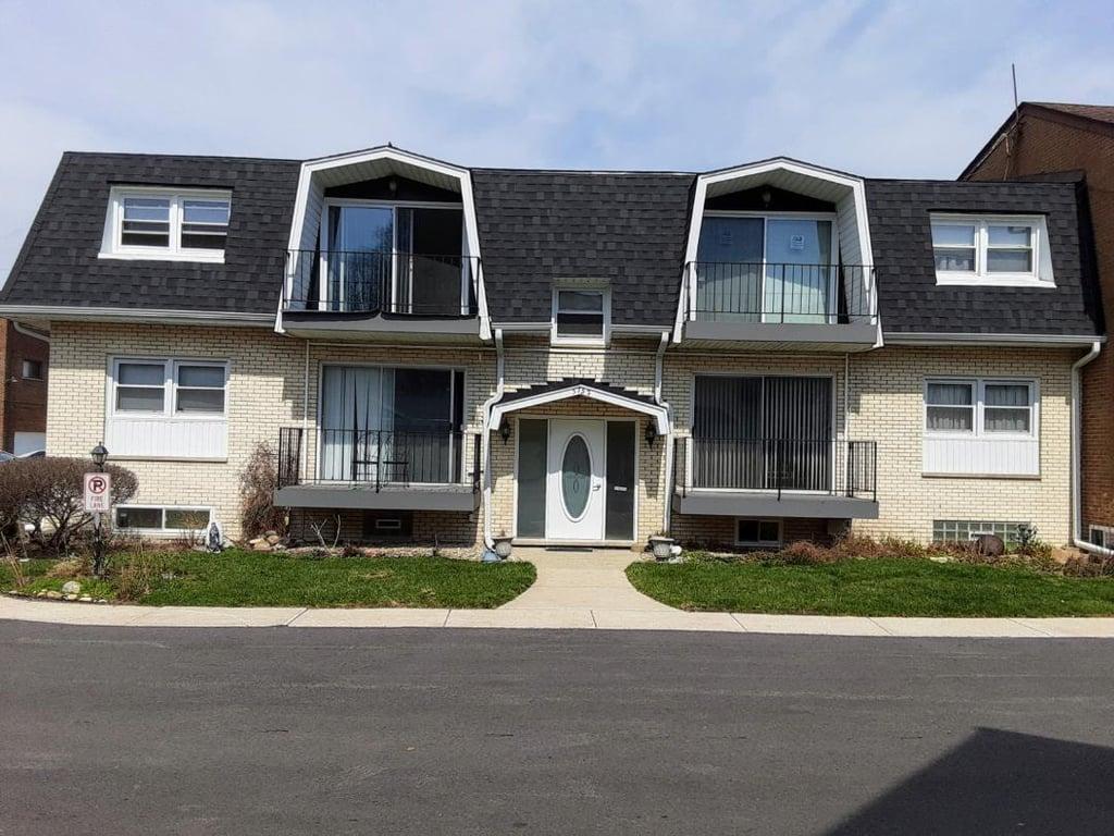 5752 Circle Drive -2W Oak Lawn, IL 60453