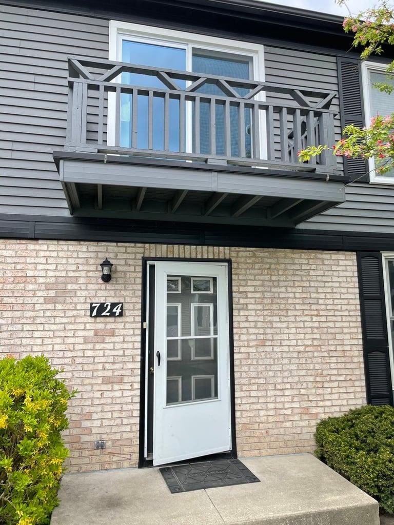 724 Inverrary Lane -724 Deerfield, IL 60015