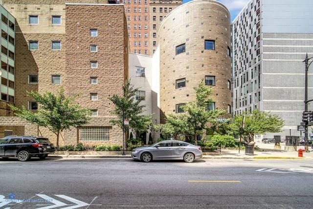 40 E 9TH Street -1810 Chicago, IL 60605