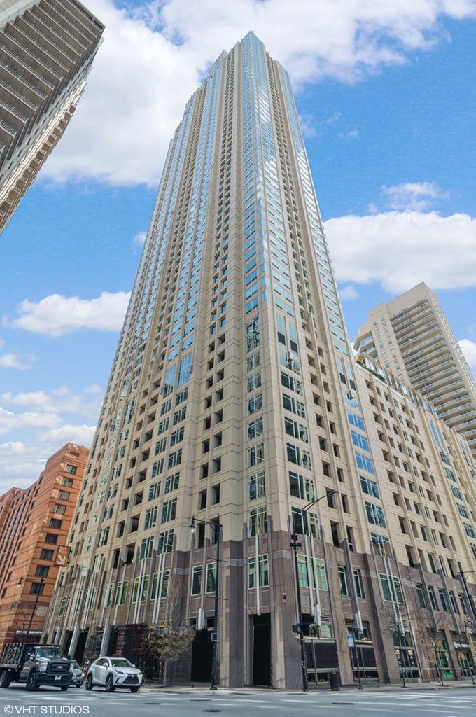 33 W Ontario Street -15D Chicago, IL 60654