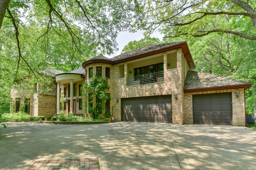 3200 Blackthorn Road Riverwoods, IL 60015