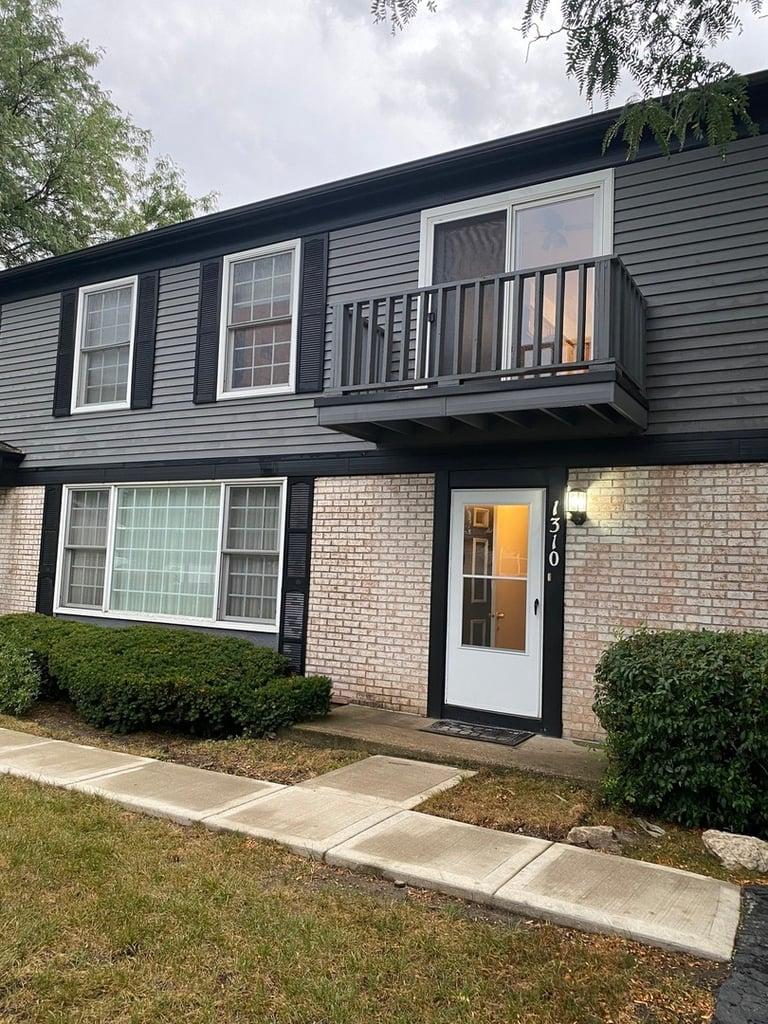 1310 INVERRARY Lane -D Deerfield, IL 60015