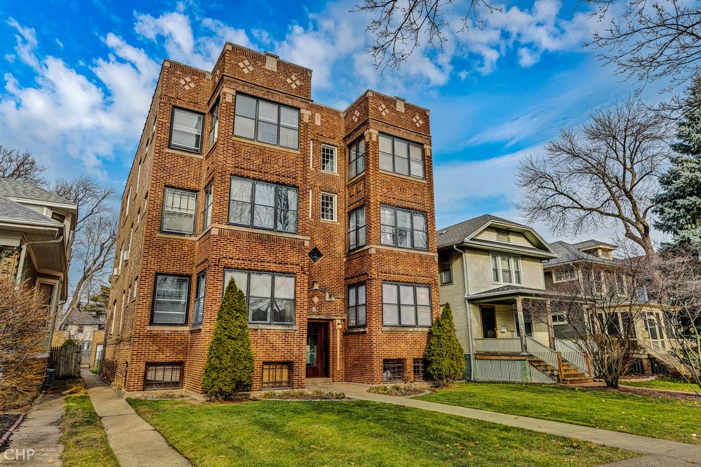 1942 W Farwell Avenue -1W Chicago, IL 60626