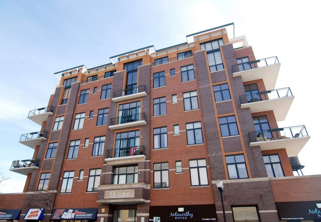 3631 N HALSTED Street -412 Chicago, IL 60613