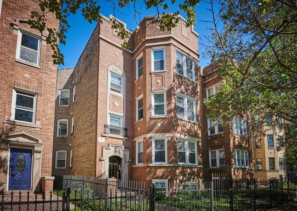 6241 N CLAREMONT Avenue -3 Chicago, IL 60659