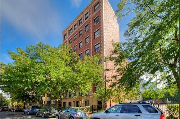 735 W Junior Terrace -302 Chicago, IL 60613