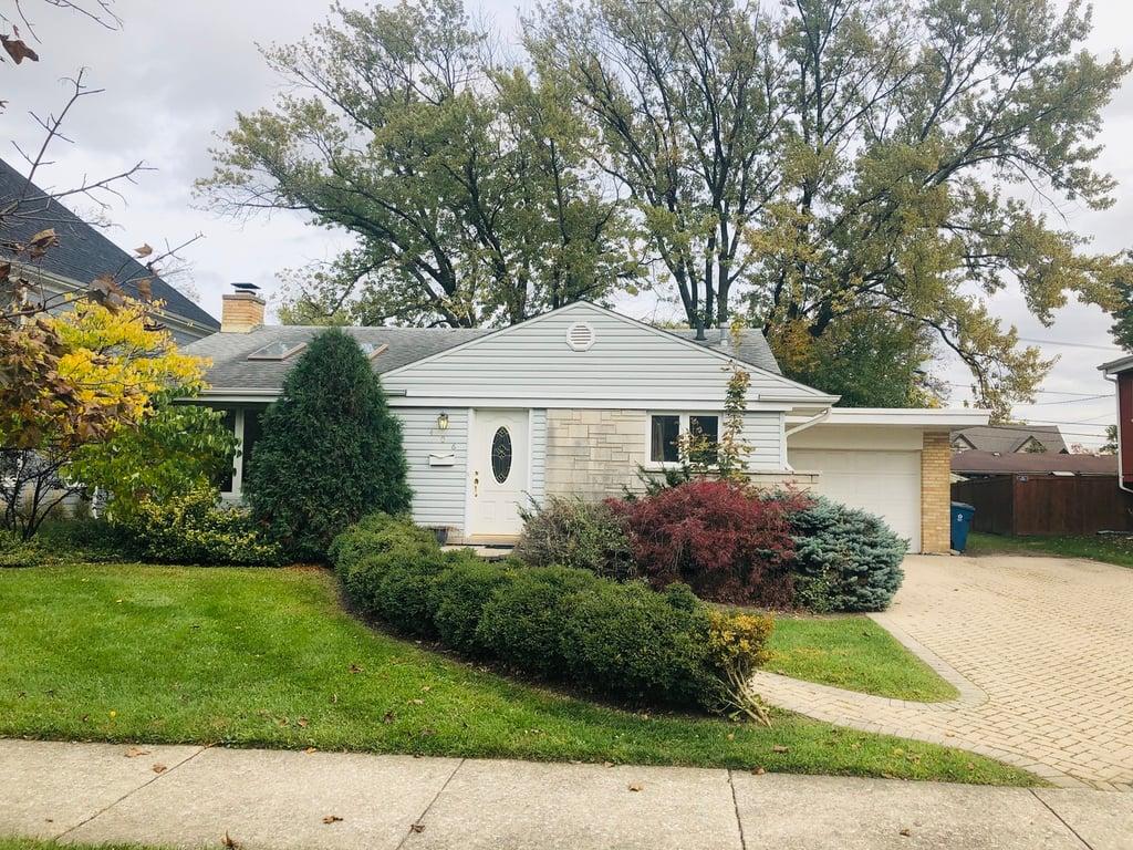 406 E HUNTINGTON Lane Elmhurst, IL 60126
