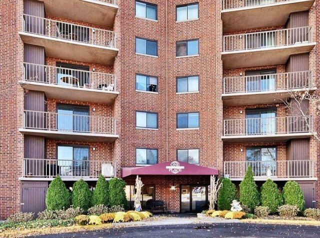 1 Bloomingdale Place -816 Bloomingdale, IL 60108