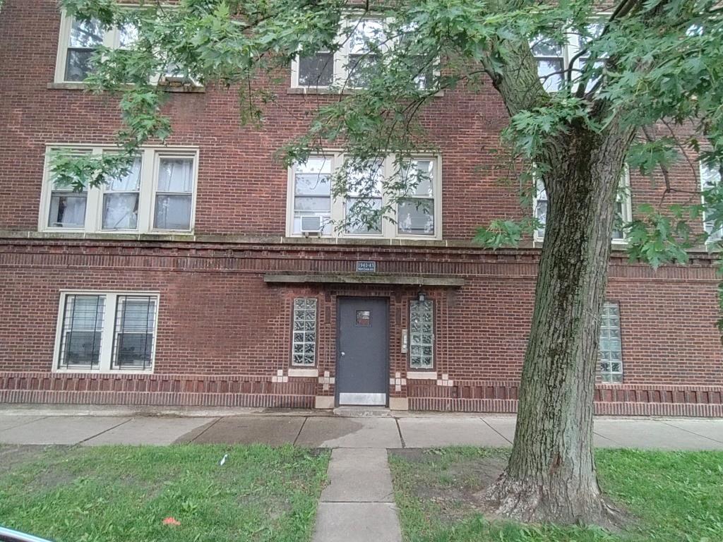 1943 W Chase Avenue -2 Chicago, IL 60645