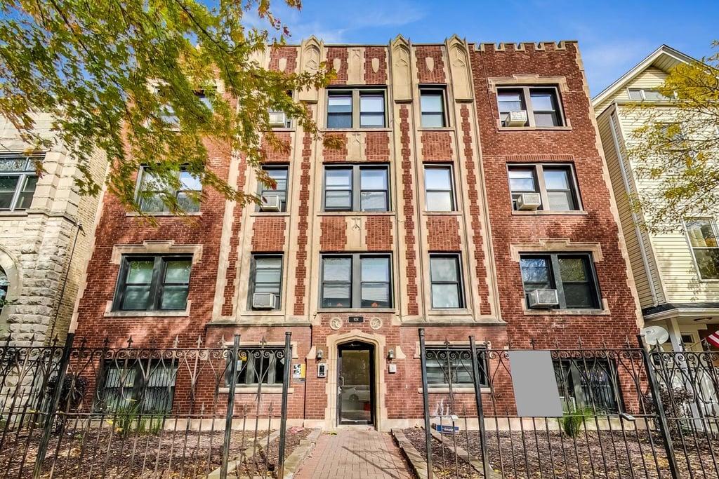 924 W NEWPORT Avenue -301 Chicago, IL 60657