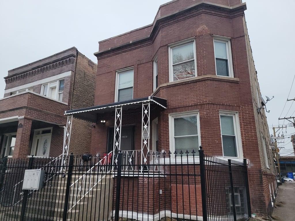 6243 S Artesian Avenue -1F Chicago, IL 60629