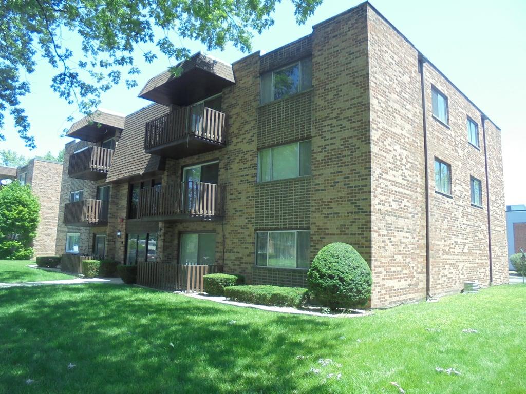 17515 Sandalwood Drive -302 Tinley Park, IL 60477