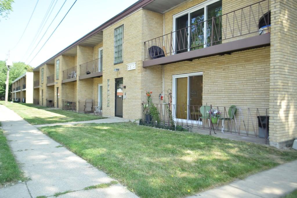 5810 107th Court Way -12 Chicago Ridge, IL 60415