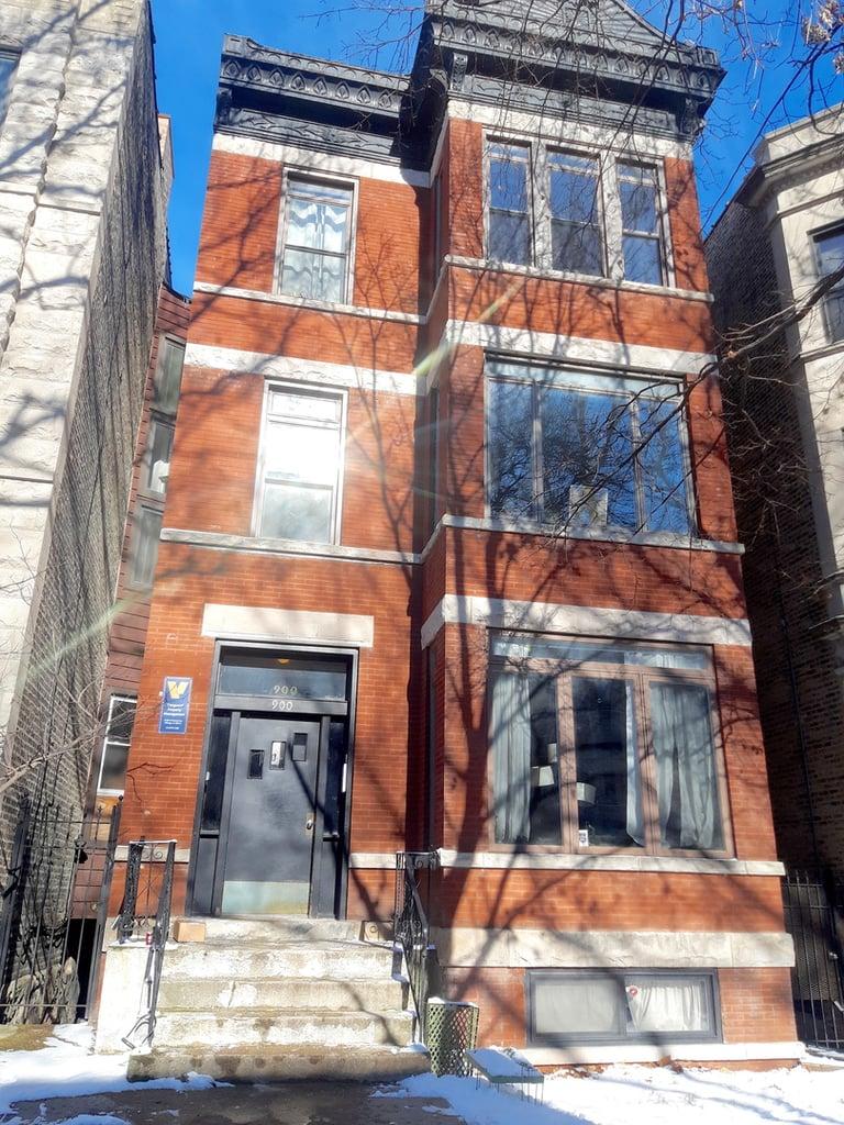 900 W Newport Avenue -3 Chicago, IL 60657